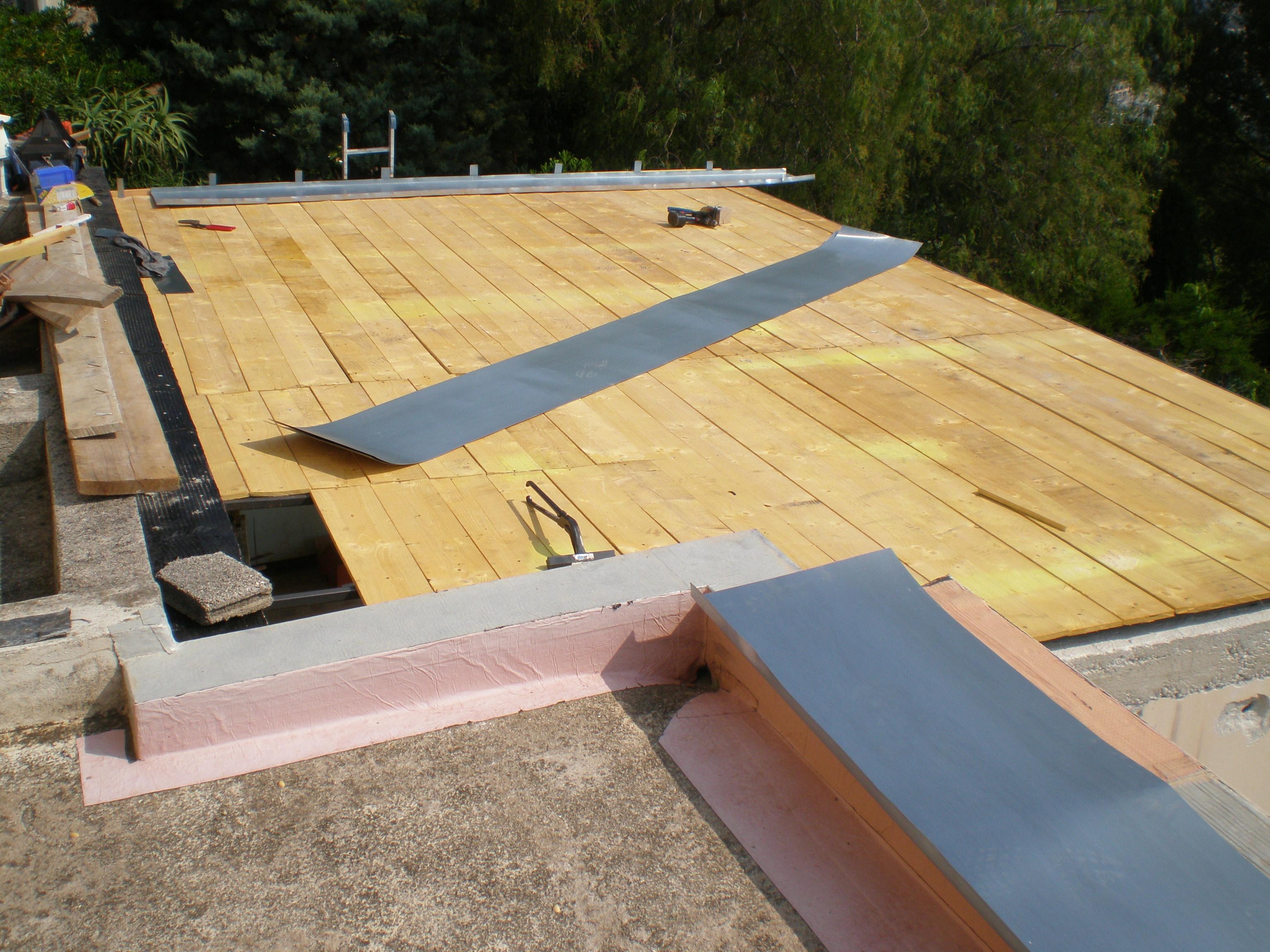 Toiture terrasse en zinc a tasseaux at menuiserie agencement couverture zinguerie toiture for Couverture pour terrasse